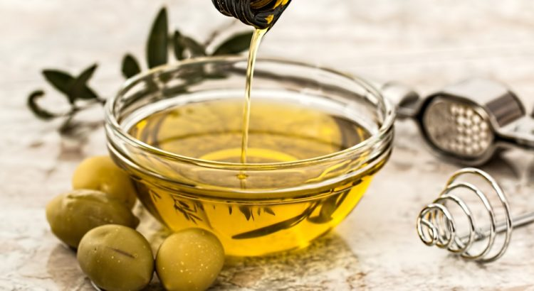 Uses of olive oil | Mololo Cosmetics